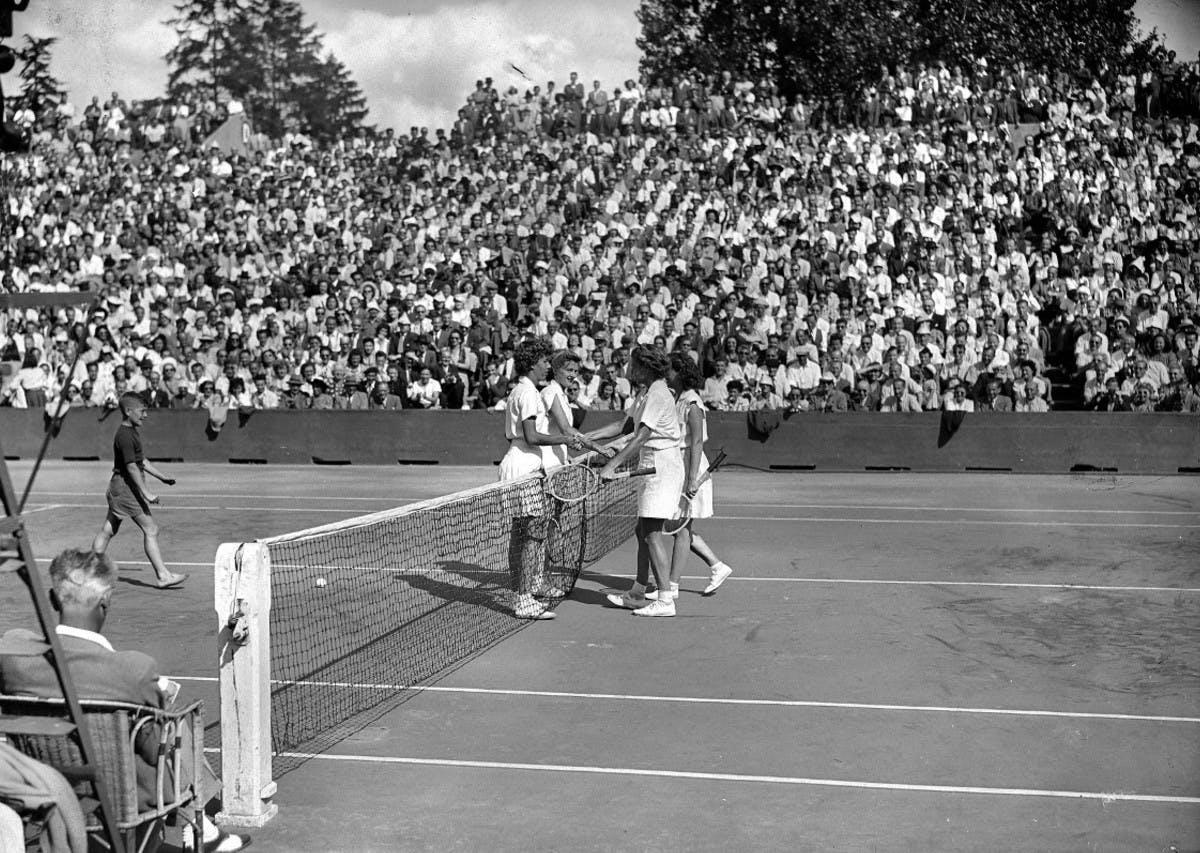 Margaret Osborne DuPont, Louise Brough, Doris Hart and Pauline Betz, Roland-Garros doubles women's final in 1946.
