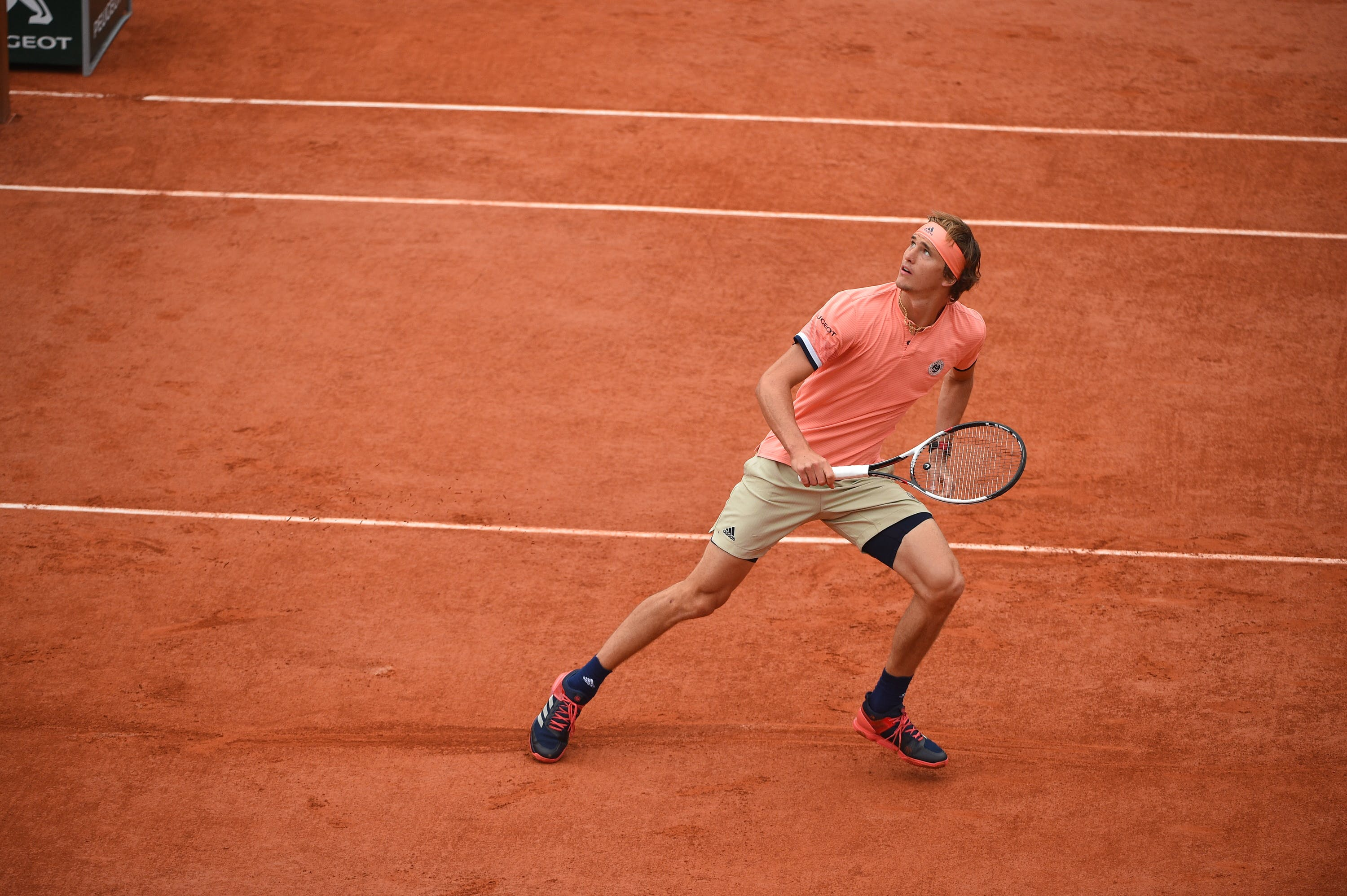 "Alexander ""Sascha"" Zverev defending on the Roland-Garros 2018 clay"