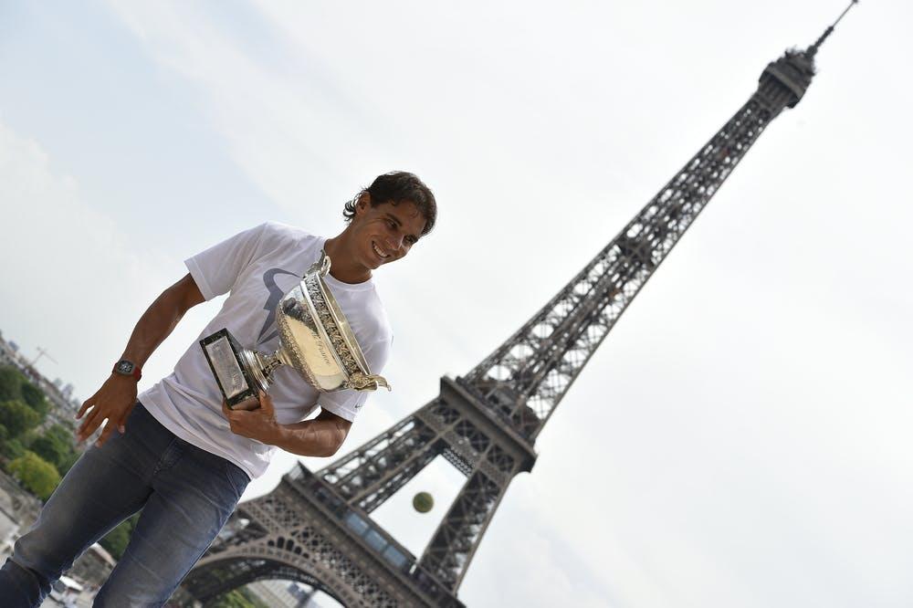 Nadal Eiffel Tower trophy roland garros 2014