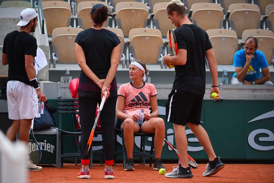 Kristina Mladenovic et sa famille et Alexis Musialek Xavier Moreau entraînement Roland-Garros 2018 Mladenovic family practice