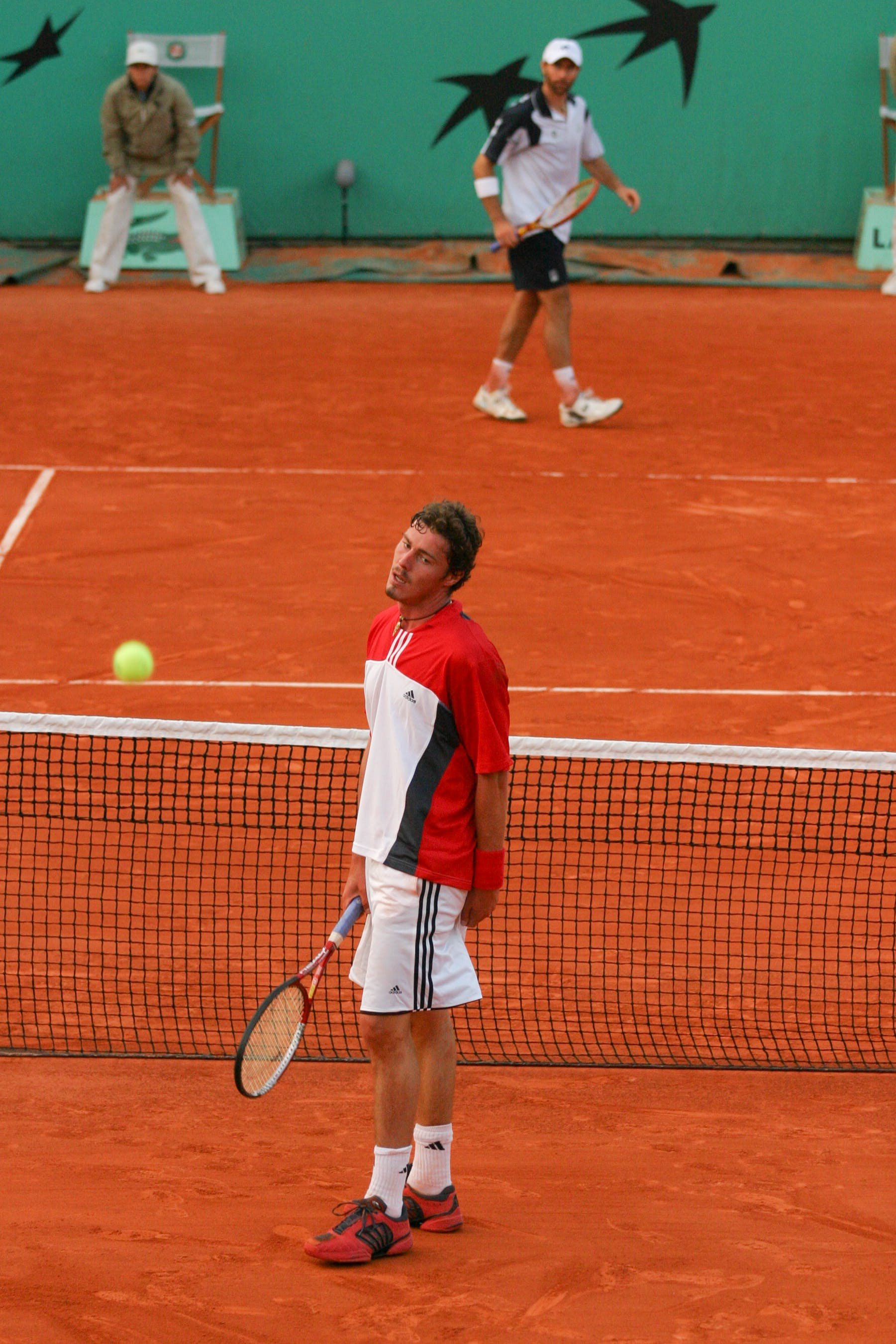 Safin against Mantilla during second round at RG 2004