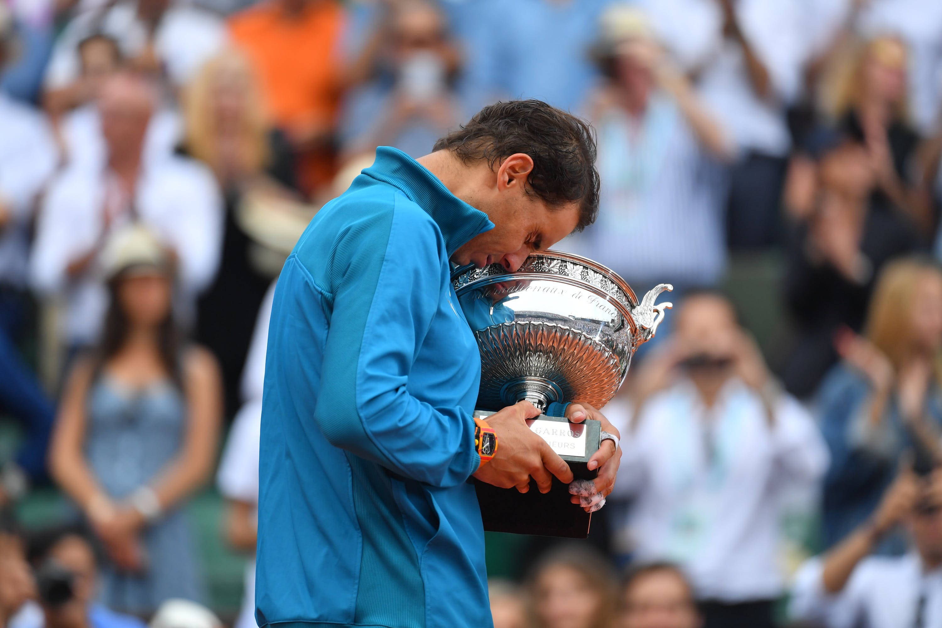 Rafael Nadal holding tight the Coupe des Mousquetaires during Roland-Garros 2018