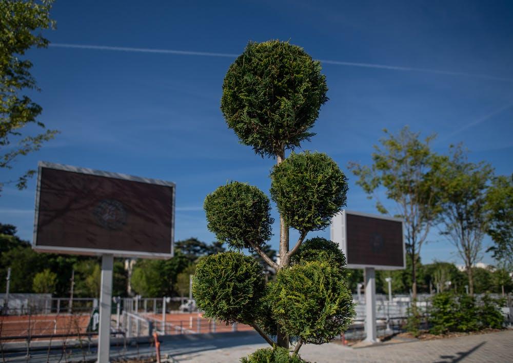 Les écrans géants et la nouvelle zone des Pinces avant Roland-Garros 2019