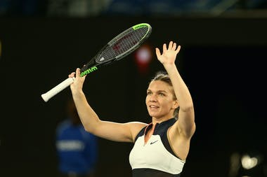 Simona Halep waving at the 2021 Australian Open