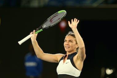 Simona Halep waving at the 2021 Australian Open