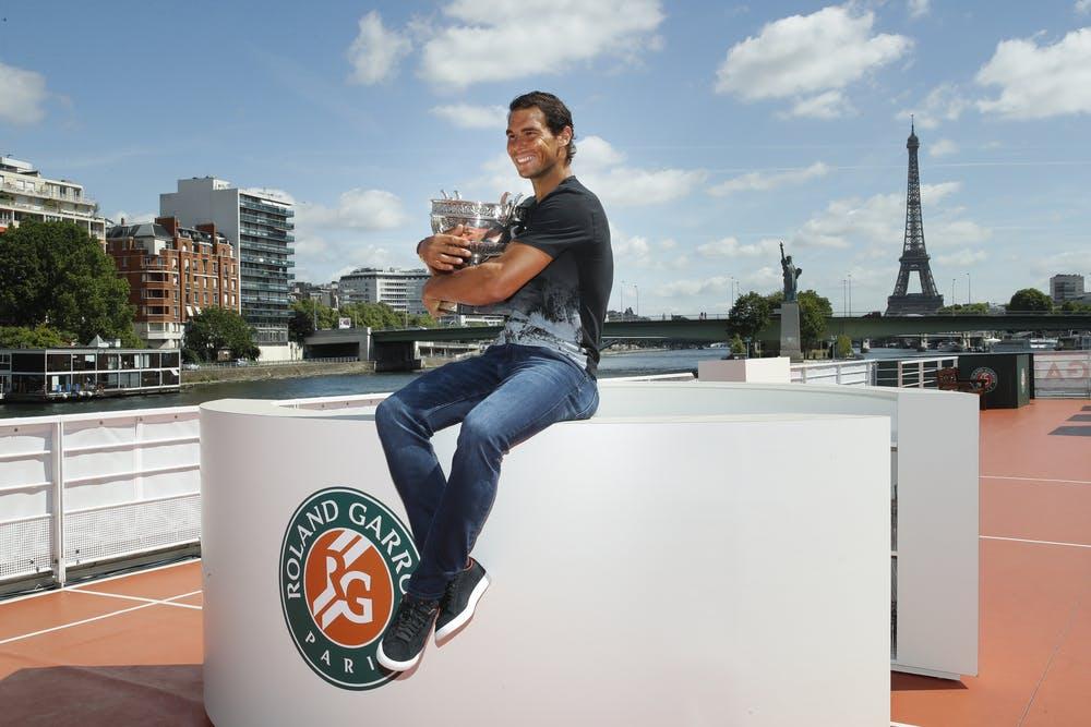 Nadal trophy roland garros 2017