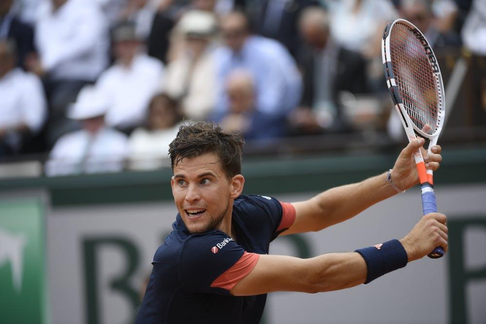 Dominic Thiem hitting a backhand at Roland-Garros 2018
