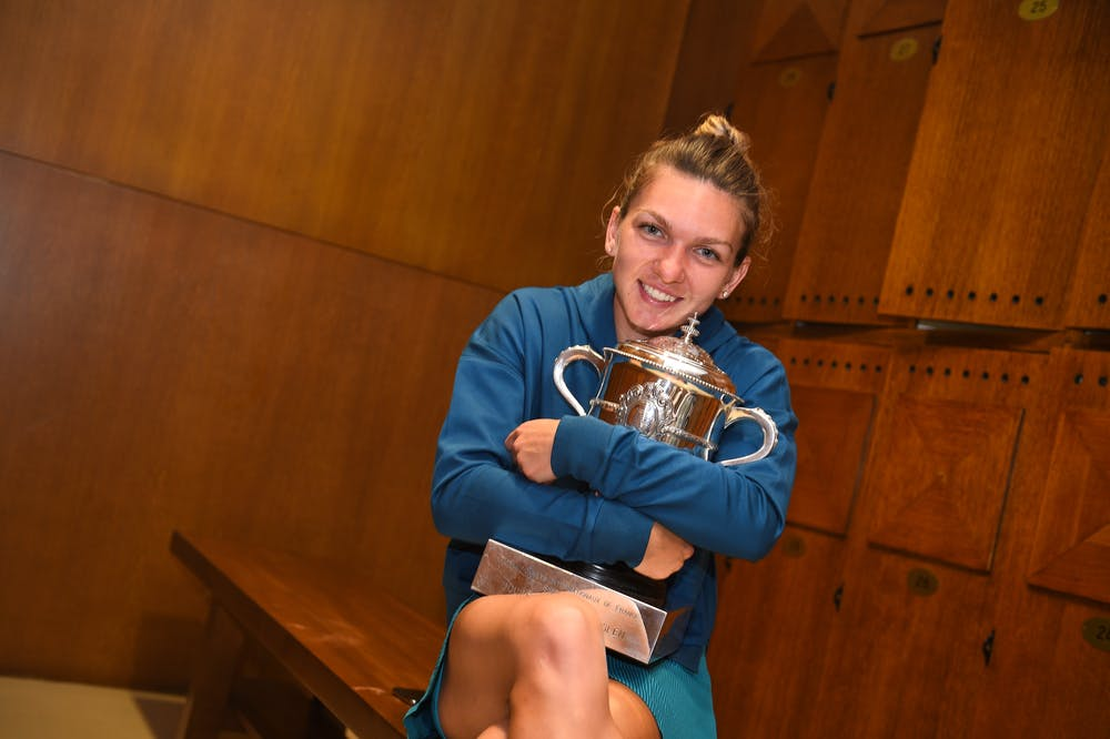 Simona Halep all smile in the lockeroom with the RG18 trophy
