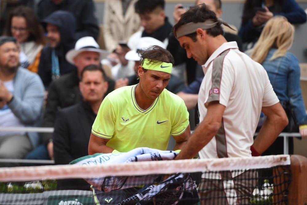 Rafael Nadal and Roger Federer changing ends during Roland-Garros 2019