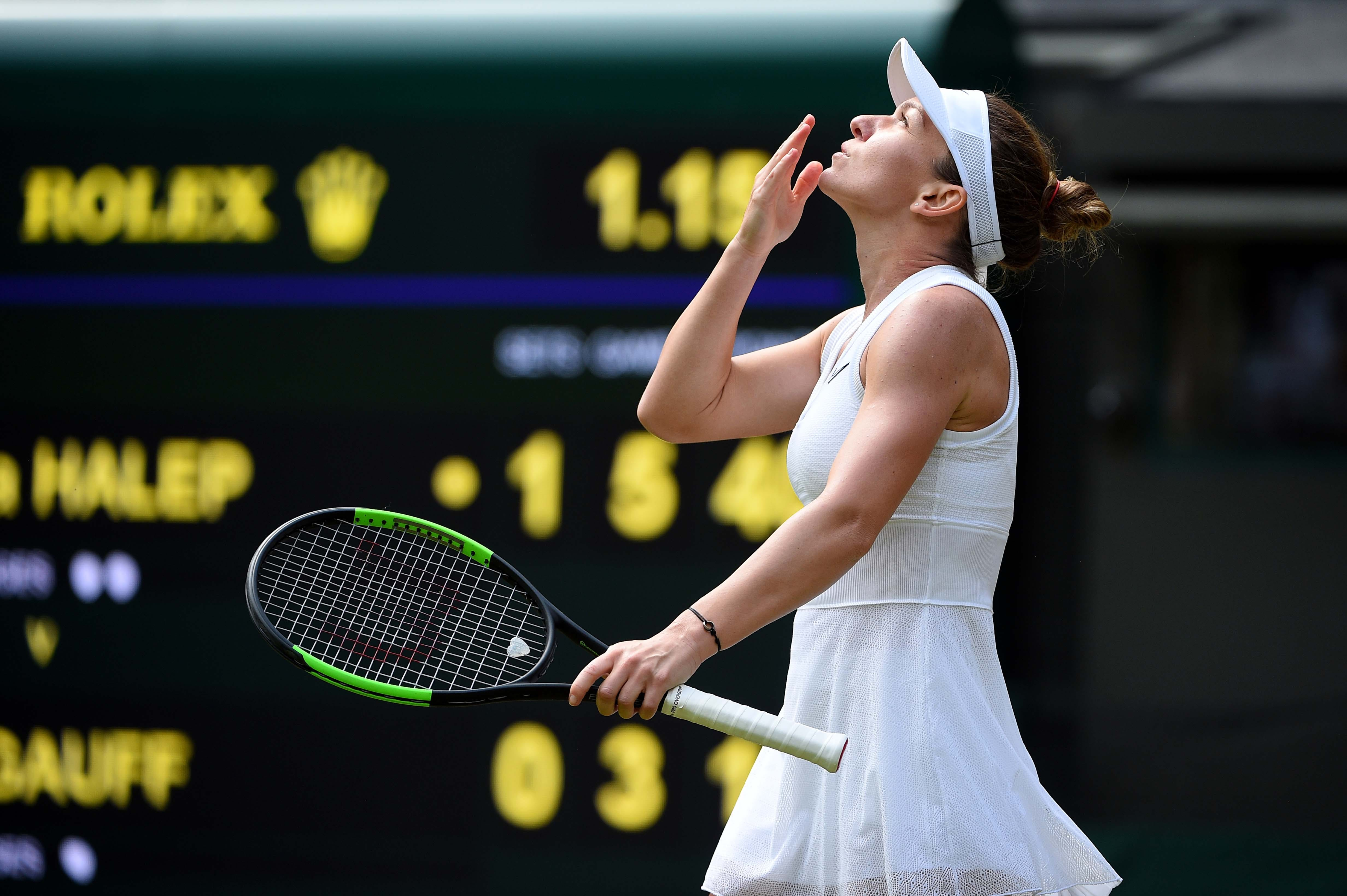 Simona Halep kissing the sky after her win agasinst Cori Gauff at Wimbledon 2019