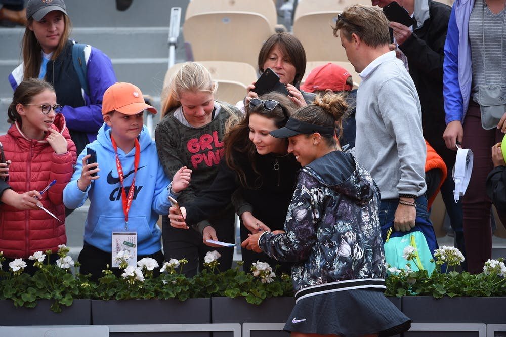 Madison Keys with fans Roland Garros 2019