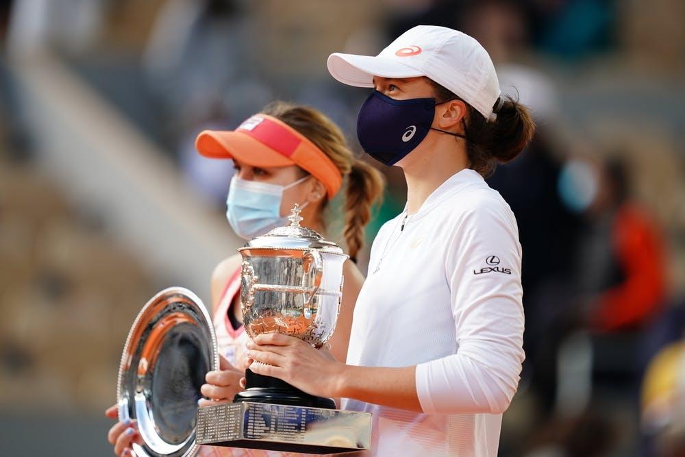 Iga Swiatek, Sofia Kenin, Roland Garros 2020, final, trophies