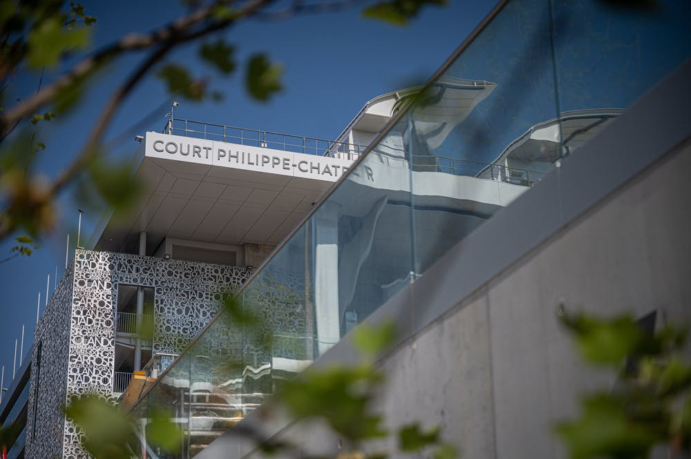 Reflects on the Philippe-Chatrier court in 2021