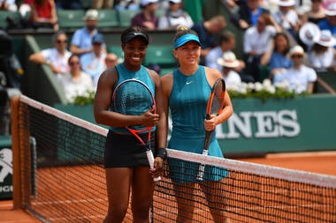 Simona Halep and Sloane Stephens during the final at Roland-Garros 2018