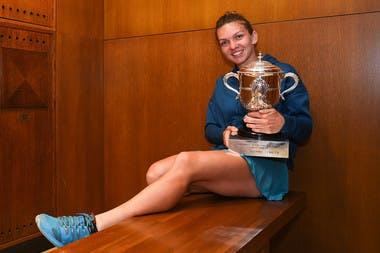 Simona Halep avec la Coupe Suzanne-Lenglen, Roland-Garros 2018