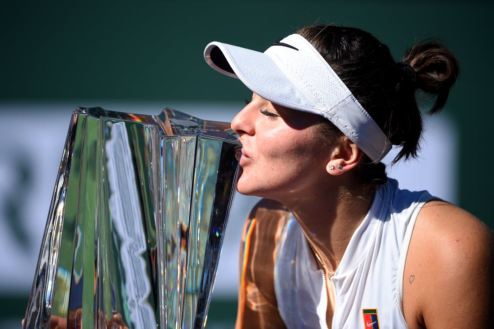 Bianca Andreescu kissing the Indian Wells 2019 trophy