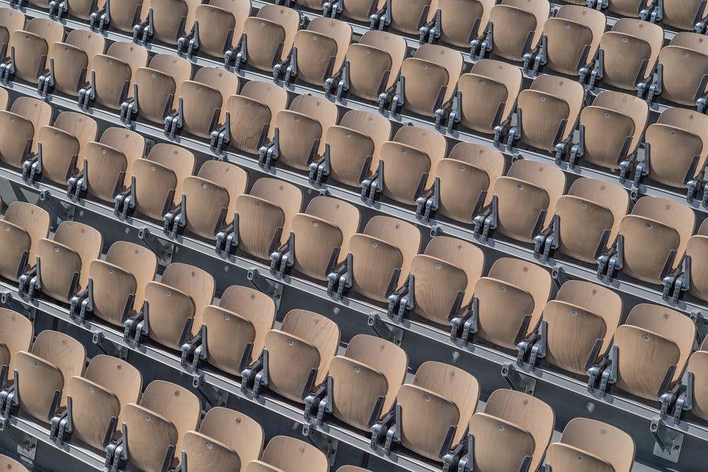 Les fauteuils du court Suzanne Lenglen avant Roland-Garros 2019