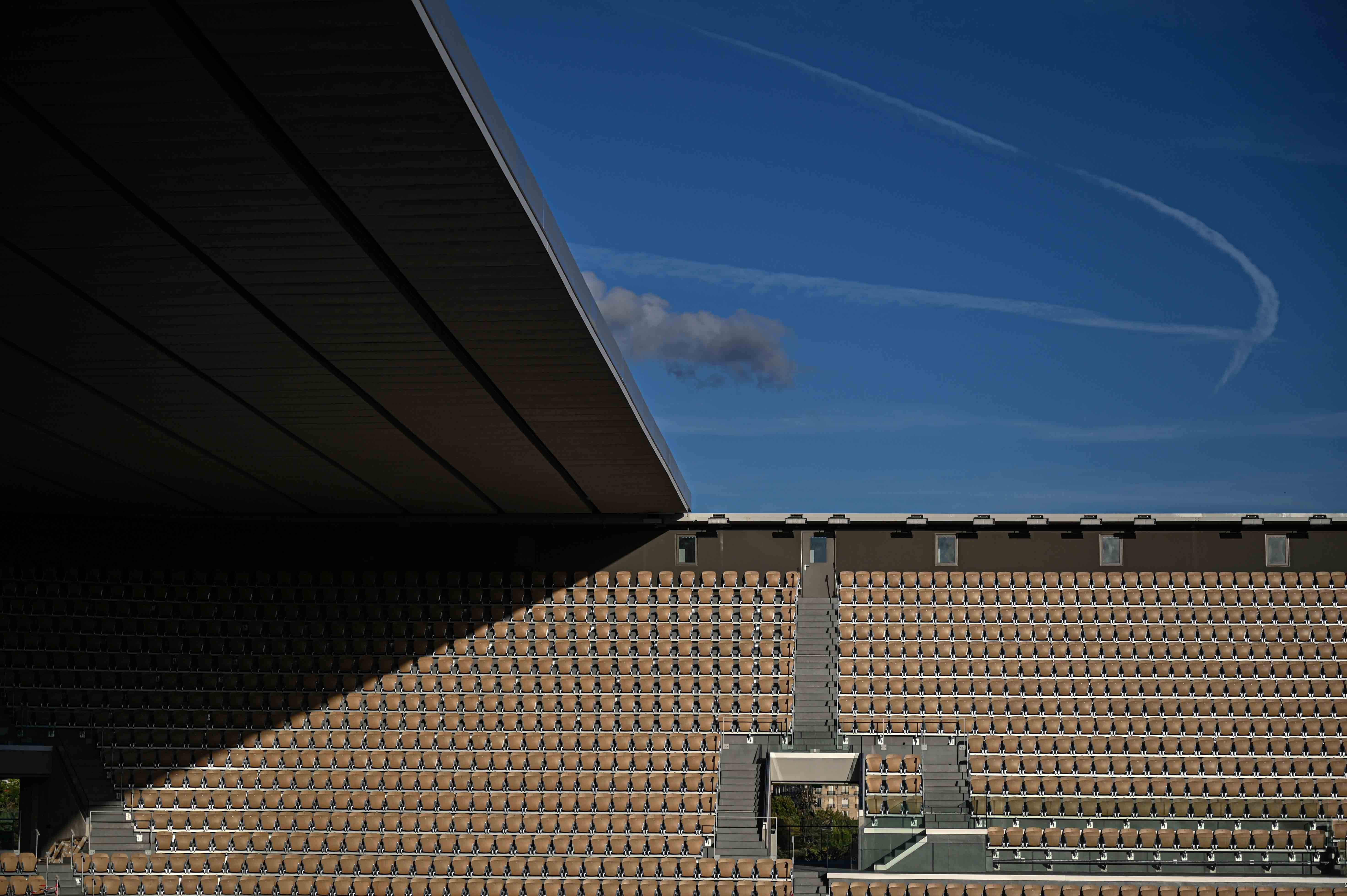 Views of the Philippe-Chatrier court's roof and the sky 2020
