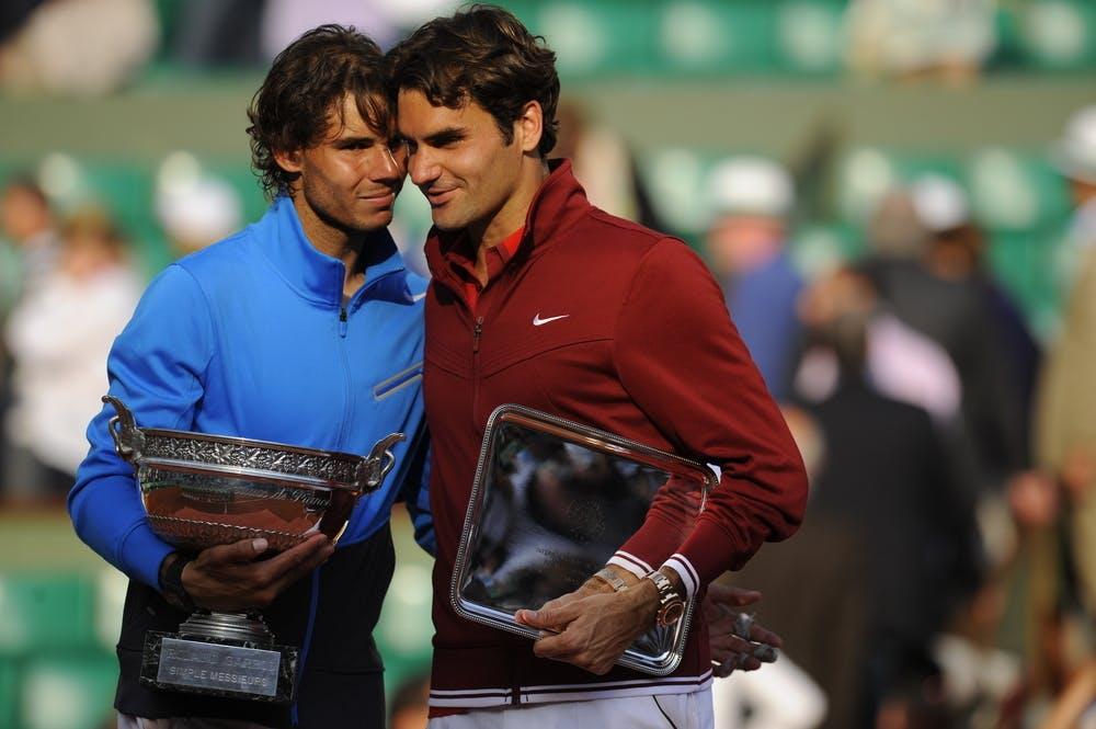 Rafael Nadal et Roger Federer après la finale de Roland-Garros 2011