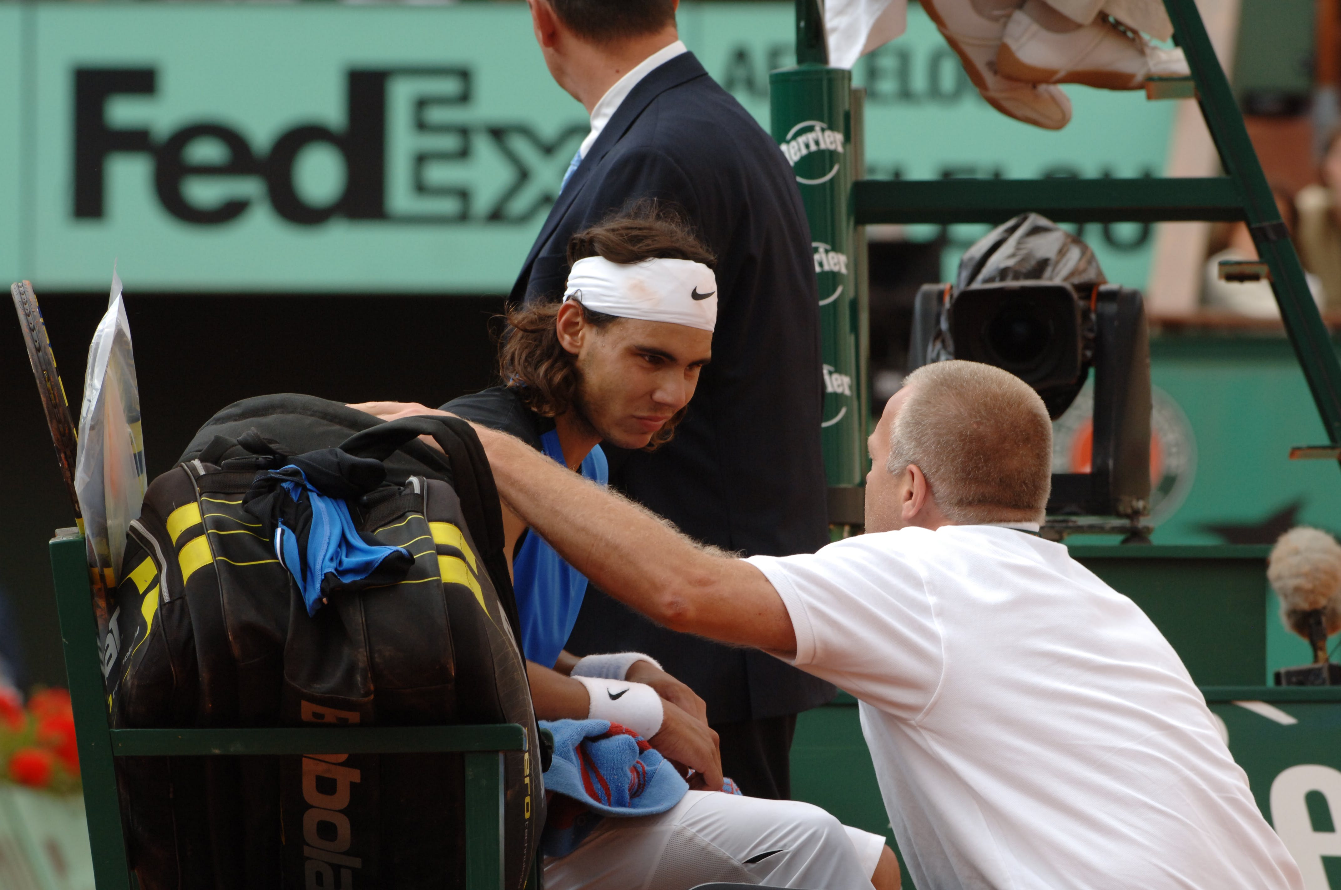 Rafael Nadal with the doctor during his match against Paul-Henri Mathieu