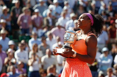 Serena Williams with the trophy during the ceremony (2015)