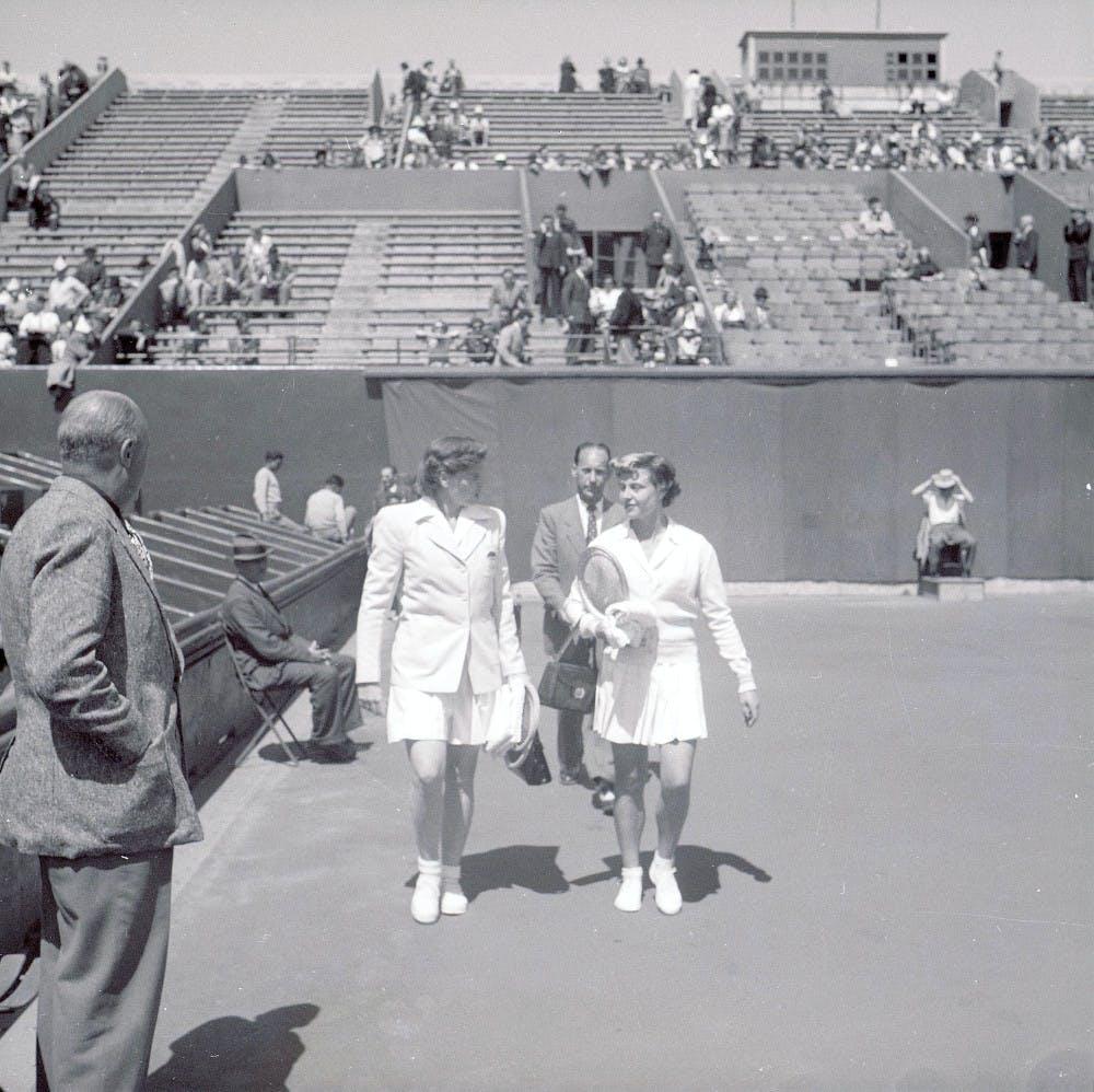 Margaret Osborne DuPont et Nelly Landry, finale Roland-Garros 1949 / Margaret Osborne DuPont and Nelly Landry, Roland-Garros final 1949.