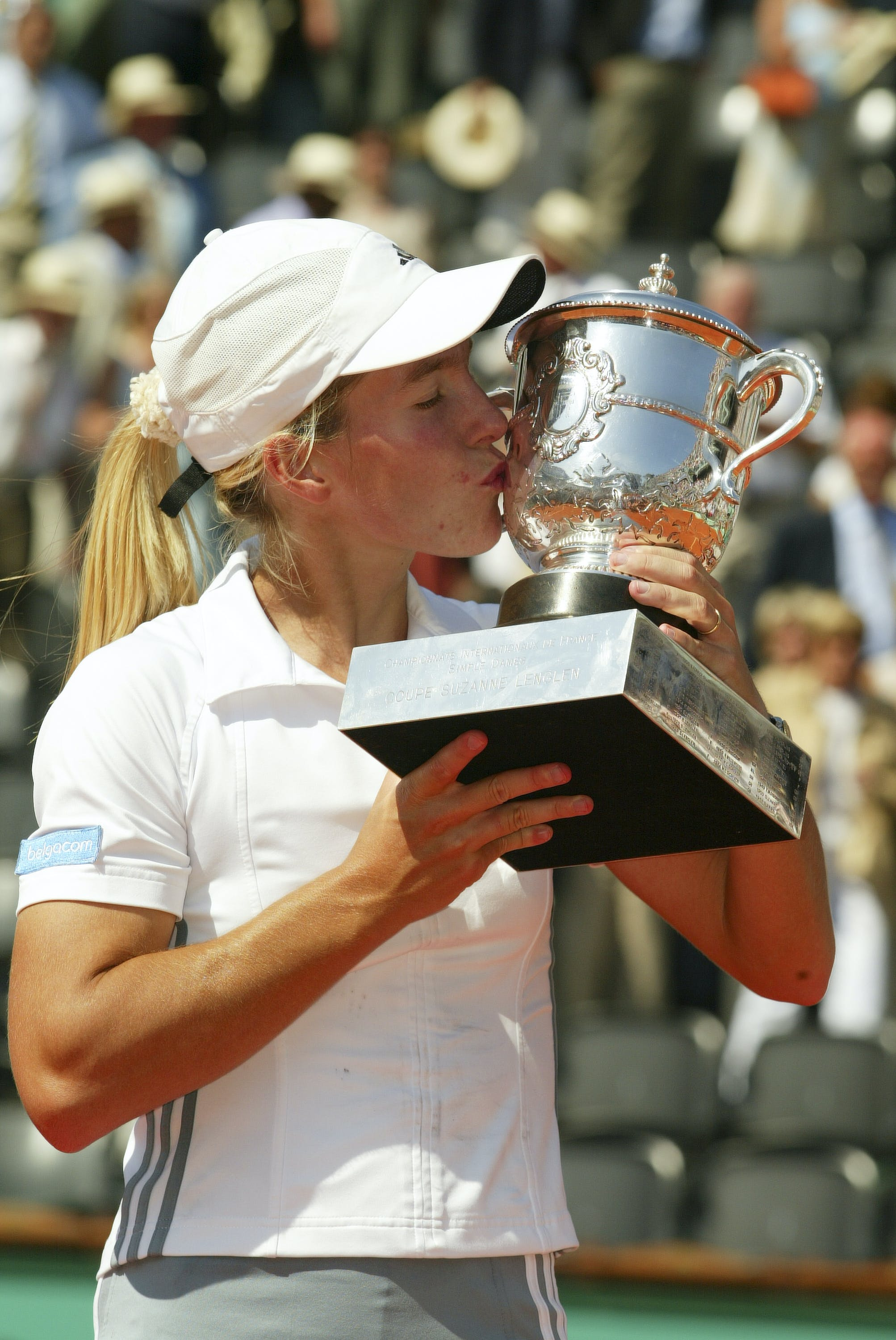 Justine Henin with the trophy at Roland-Garros 2003