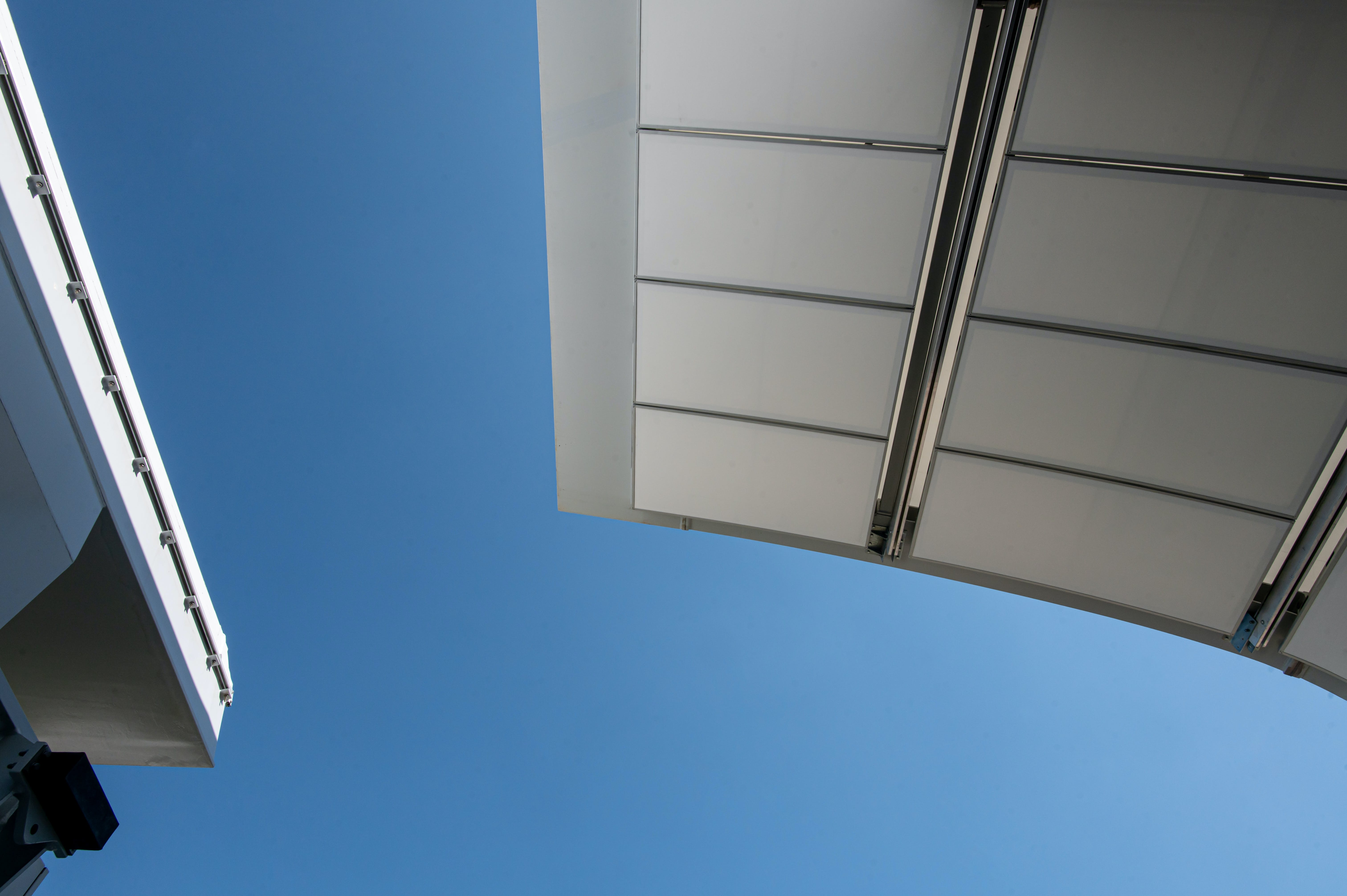 A wing of the new Philippe-Chatrier's roof at Roland-Garros