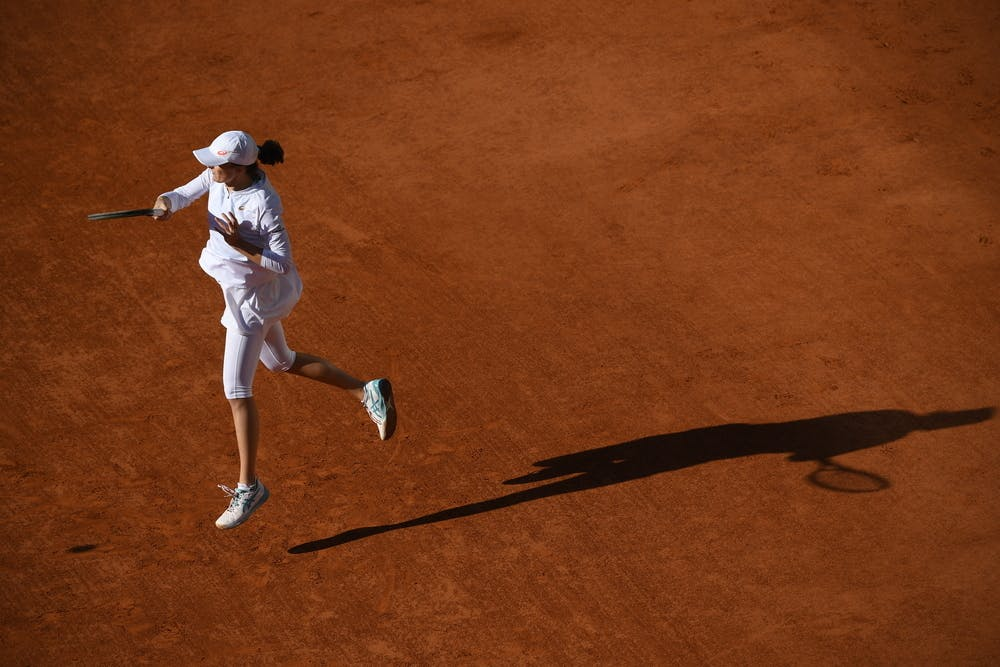 Iga Swiatek hitting a forehand during Roland-Garros 2020 final.