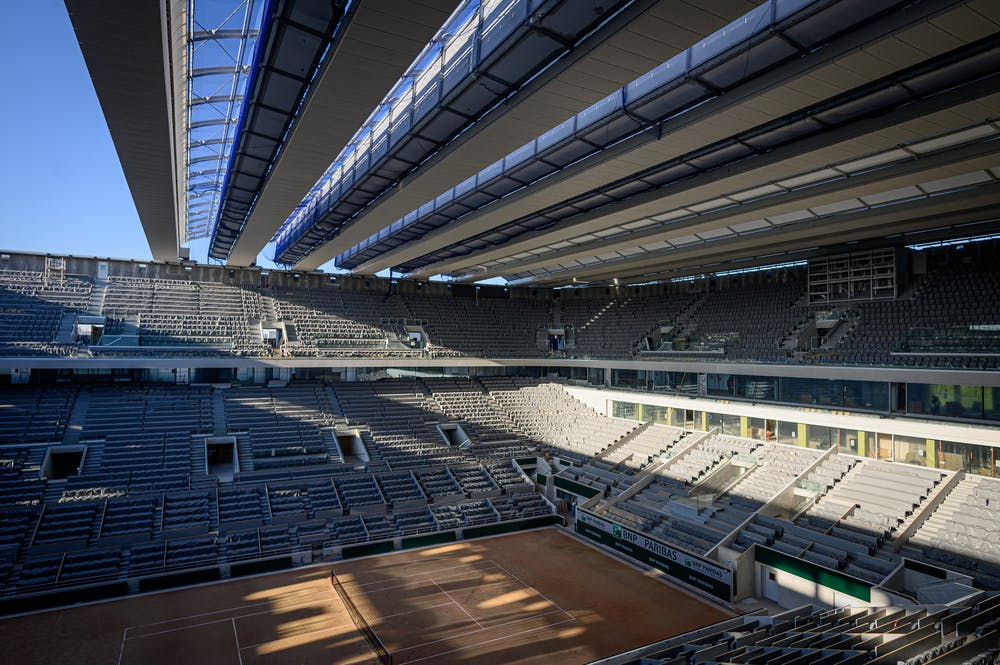 Inside view from the Philippe-Chatrier court's roof under consruction.