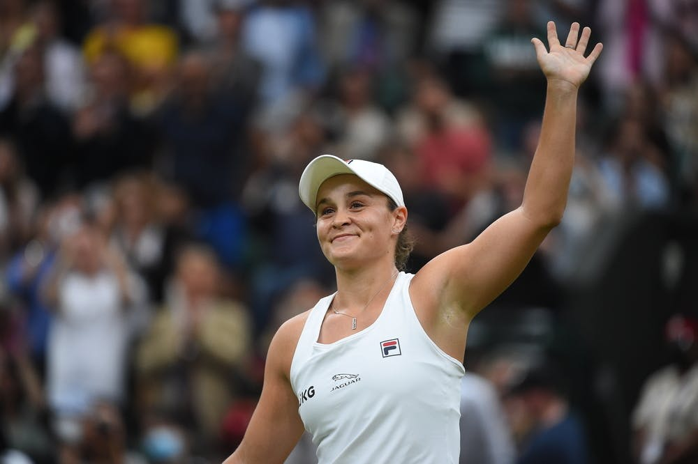 Ashleigh Barty wawing to the crowd