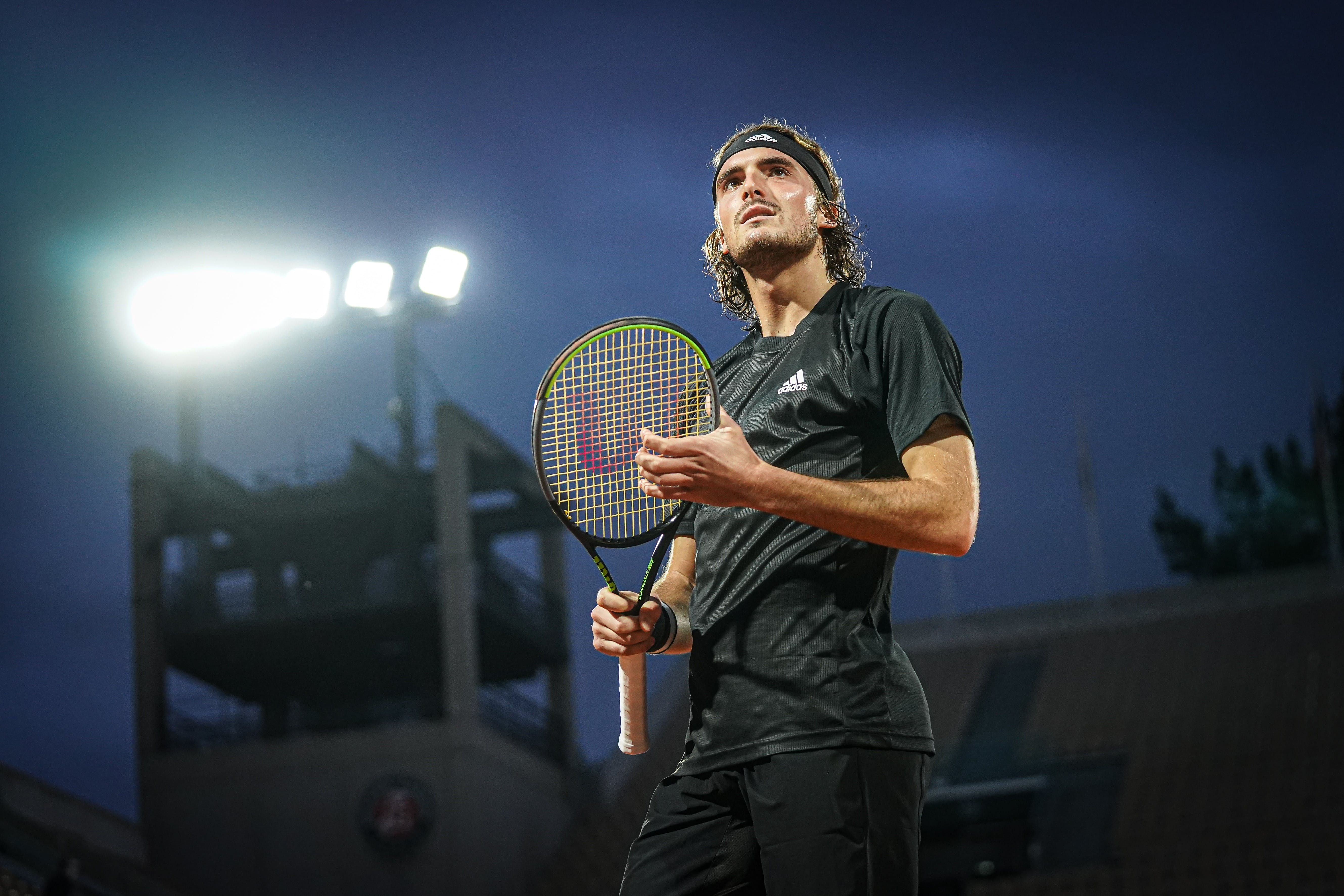 Stefanos Tsitsipas in the light at Roland-Garros 2020.