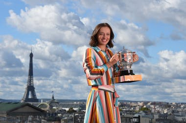 Iga Swiatek, Roland Garros 2020, trophy shoot in Paris