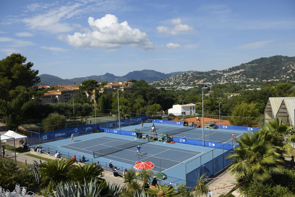 View on the ASLM Cannes Tennis club.