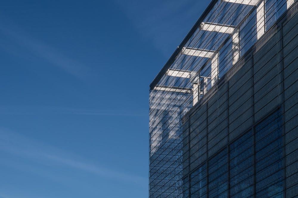 Une architecture qui mêle histoire et modernité à Roland-Garros.