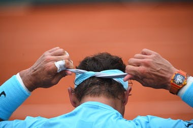 Rafael Nadal Roland-Garros 2018 mains bandeau.