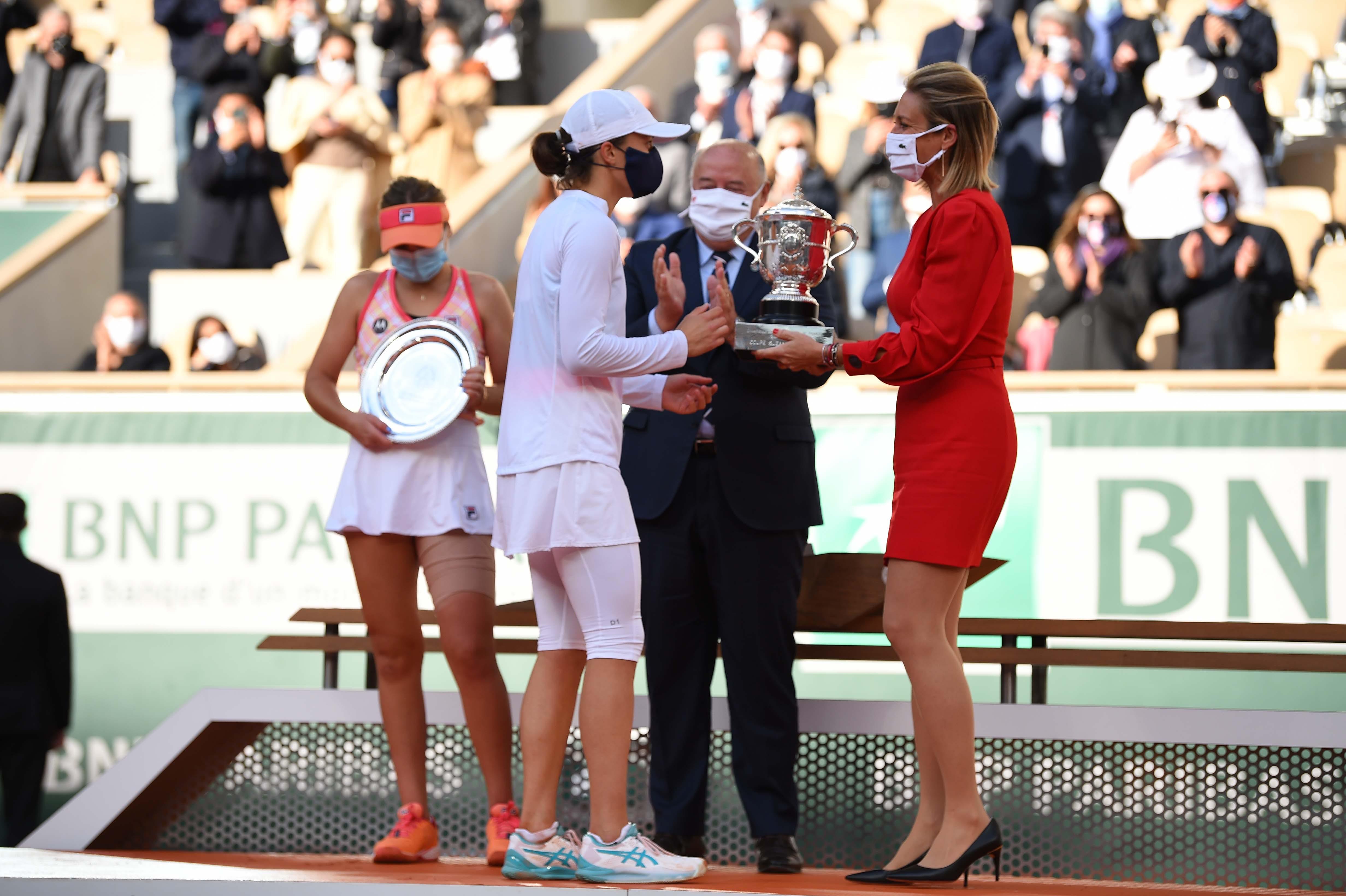 Trophy cermony after the Roland-Garros 2020 women's final with Iga Swiatek, Sofia Kenin, Mary Pierce and Bernard Giudicelli