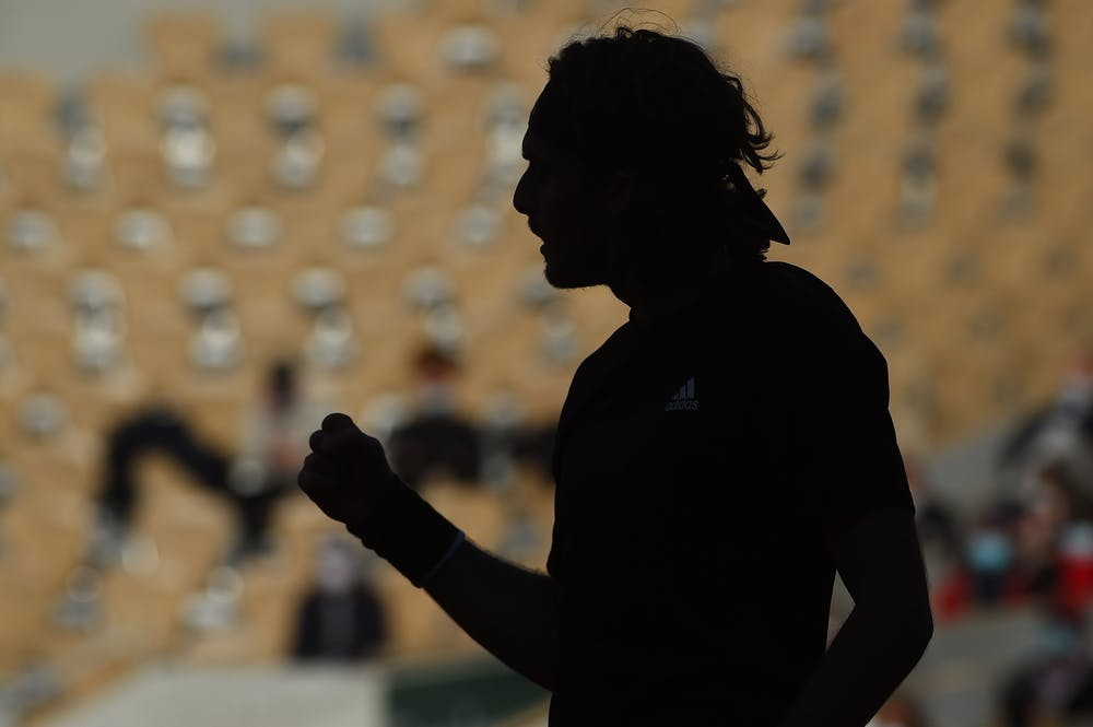 Stefanos Tsitsipas' shadow during Roland-Garros 2020