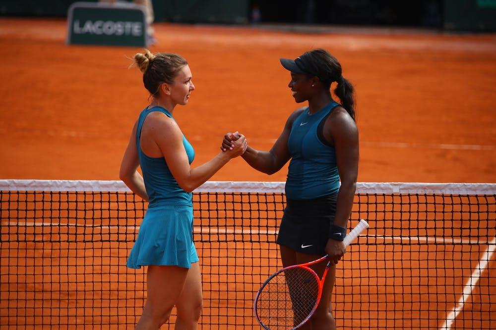 Simona Halep and Sloane Stephens shaking hands at Roland-Garros 2018.