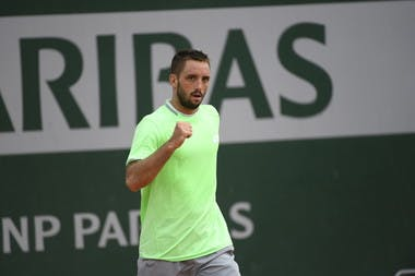 Viktor Troicki in first-round qualifying at Roland-Garros © Julien Crosnier / FFT
