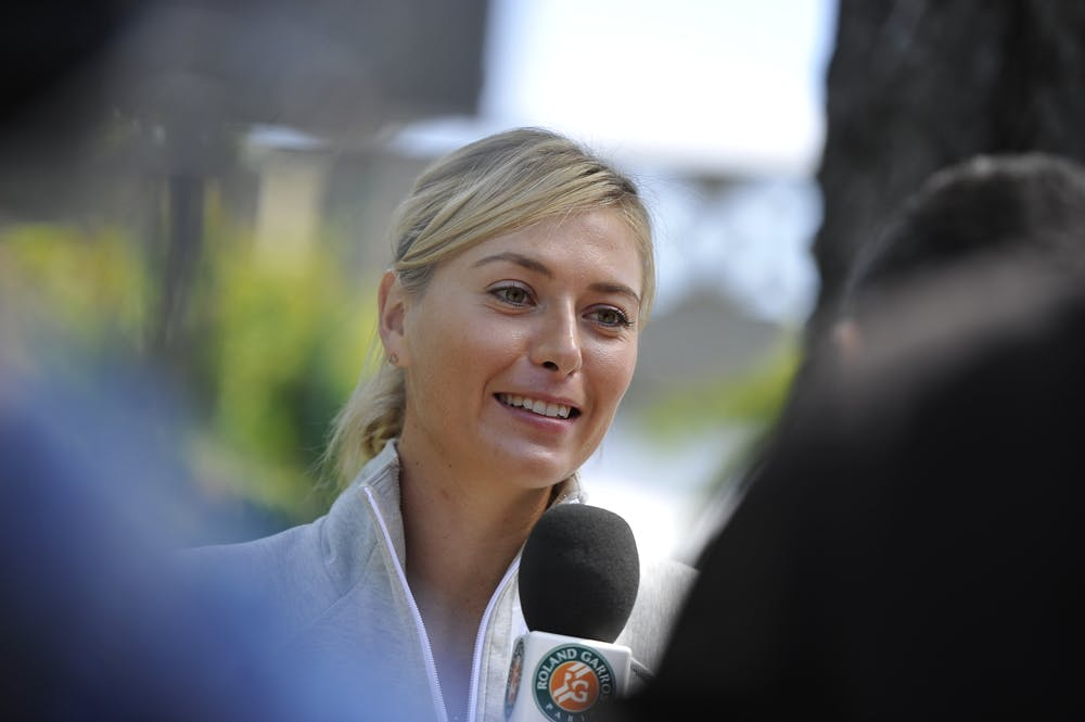 Maria Sharapova talking with Roland-Garros team during media day