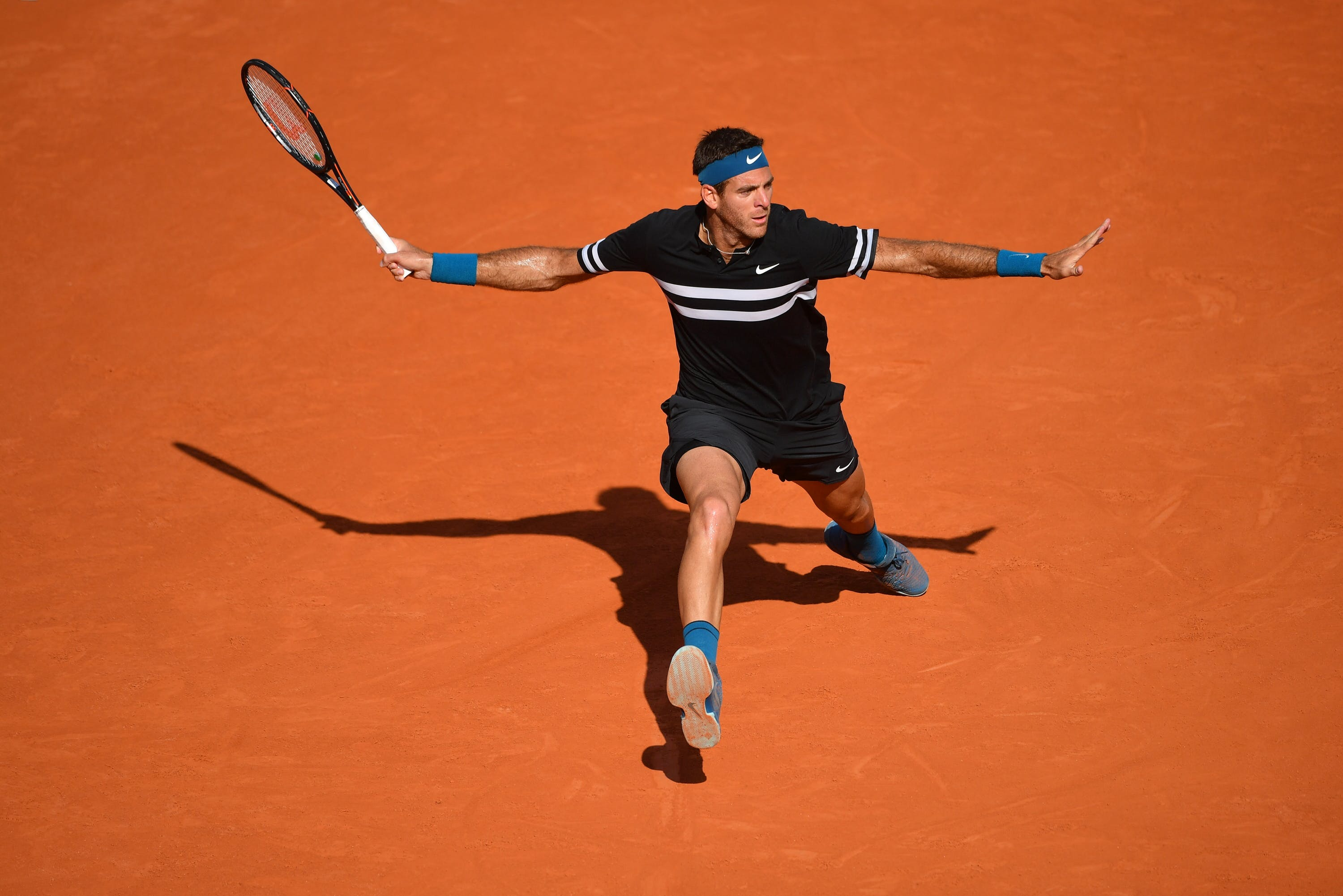 Juan Martin del Potro about to hit a forehand at Roland-Garros 2018