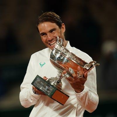 Rafael Nadal with the trophy / Roland-Garros 2020