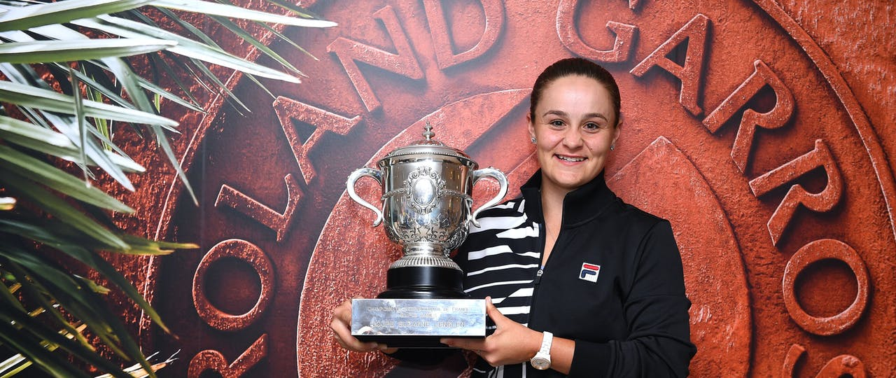 Ashleigh Barty posing with her trophy at Roland-Garros 2019