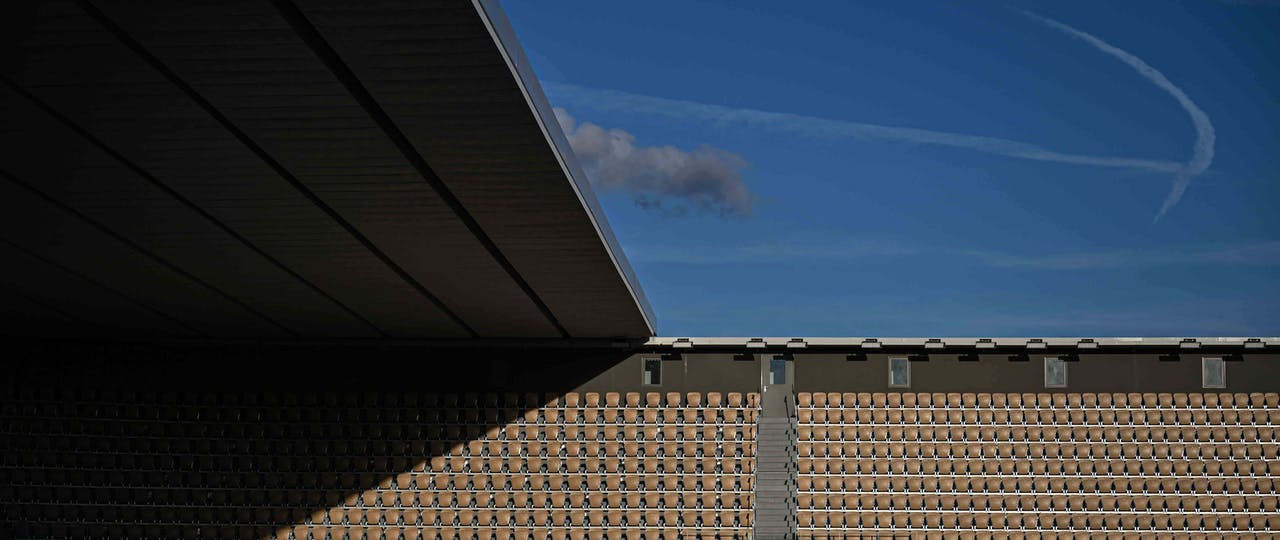 Blue sky and the roff on Philippe Chatrier's court 2020