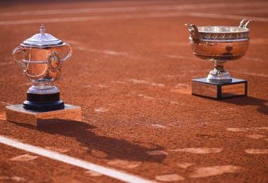 Coupe des Mousquetaires et coupe Suzanne-Lenglen, les trophées de Roland-Garros / Musketeers cup and Suzanne-Lenglen cup, the Roland-Garros trophies.
