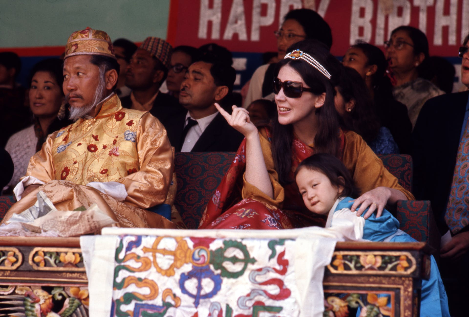Thondup Namgyal, Hope Cooke and their daughter Hope Leezum at the birthday celebrations of the Chogyal in 1971. Picture credit: Wikimedia Commons