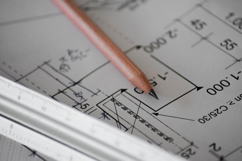 Architecte pour définir les contours d'un projet de rénovation - By Sven Mieke on Unsplash