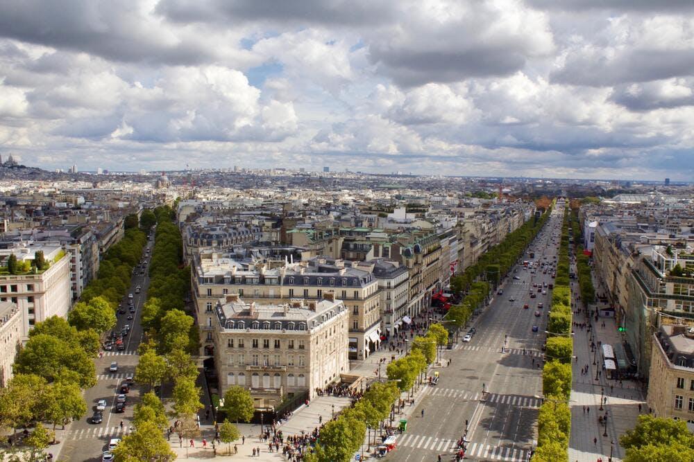 Investir dans le Triangle d'or à Paris - By Monica Abarcar on Unsplash