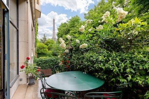 A Paris, les prix de l'immobilier devraient résister, selon les notaires